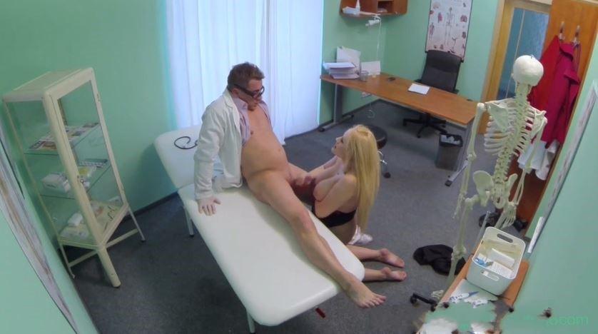 سكس مثير فى العيادة الدكتور مع المريضه حلمة بزازها وردى