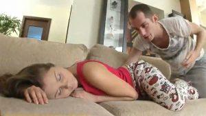 صور سكس تجسس الابن يصور امه و اخته جسم مثير HD
